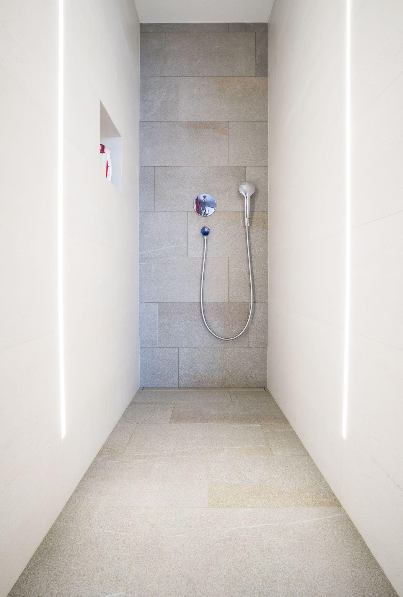 Fliesen Grosse Formate Bodenbundige Duschtasse Design Fliesenbau Duschtassen Dusche Bad