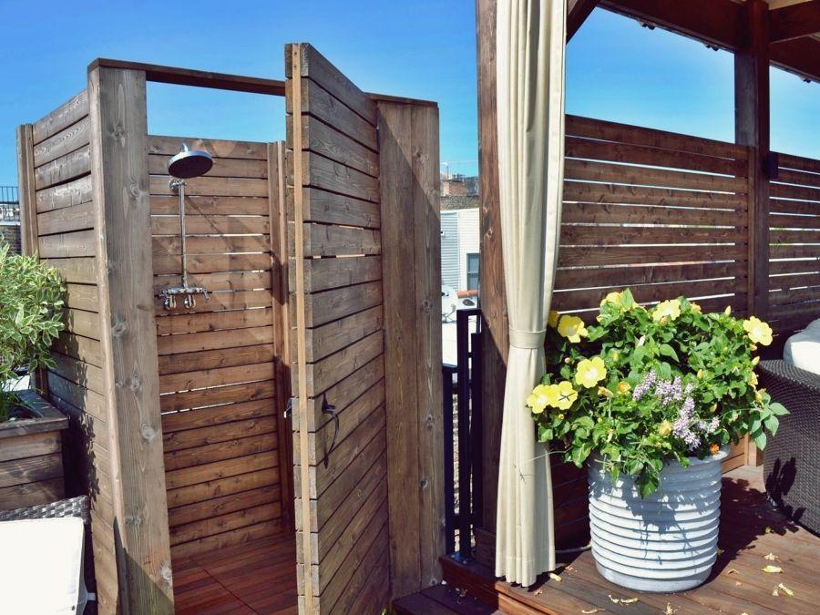 Duchas escondidas jardin ba os exteriores pinterest - Ducha de jardin ...