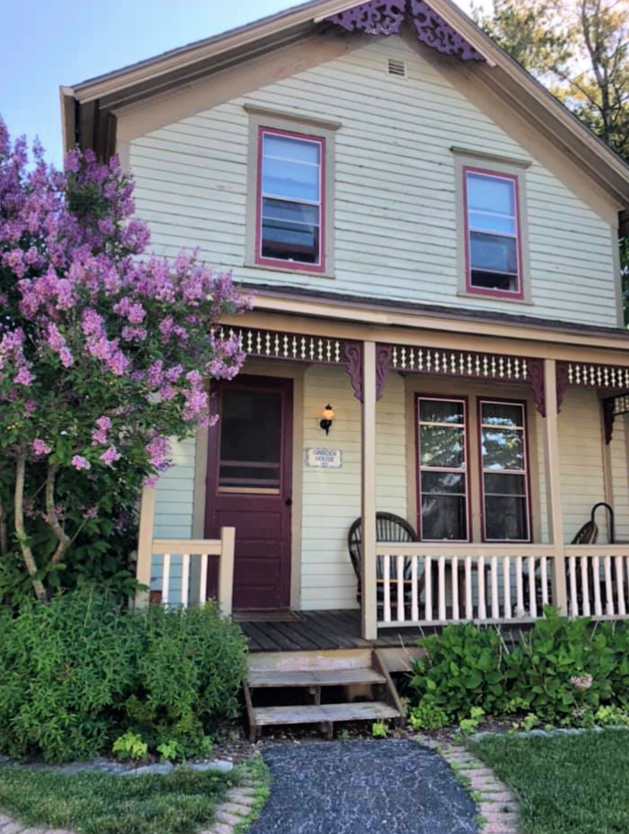 White Lace Inn Bed and Breakfast in Sturgeon Bay, Door