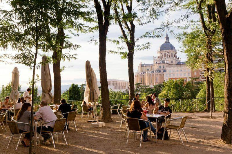 Las Terrazas De Madrid Para Exprimir El Verano Como Un Bon Vivant Castizo El Viajero El Pais Parques De Madrid Miradores