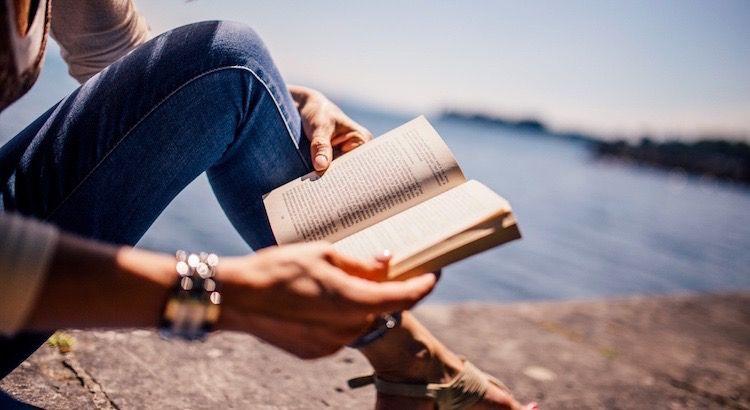 Wenn Bücher Menschen formen ... Ein Text über den Zauber von Büchern  - Esragül Schönast