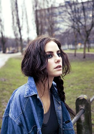 Kaya Scodelario as Effie Stonem- love the effortless grunge/ morning-after type look