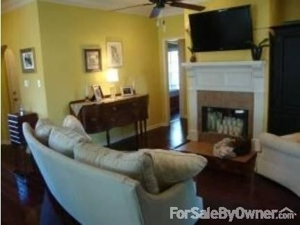 1870 sqft, House with 3 beds/2 bathrooms for sale by owner at $184000  in Youngsville, LA 70592