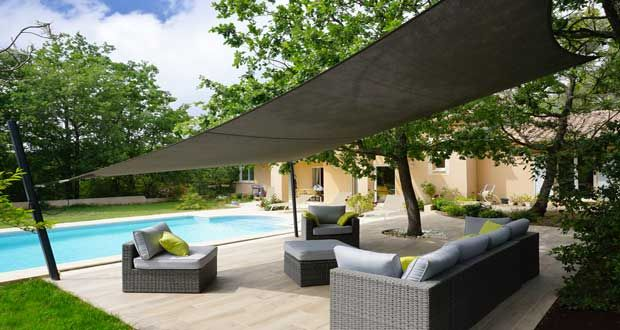 Aménagement d\'une terrasse déco avec un voile d\'ombrage | Searching