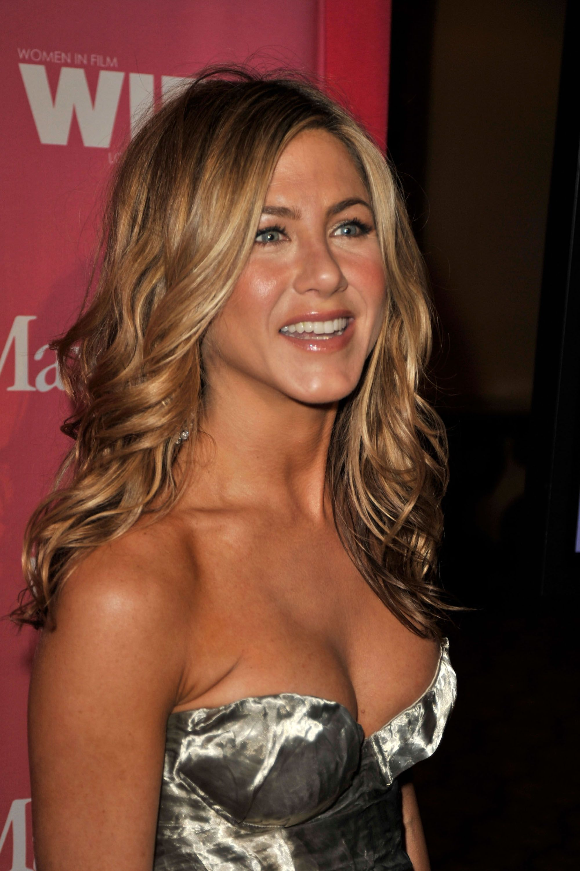 Gasp Jennifer Aniston Finally Does Something Different With Her