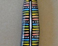 Collar de piedras pintadas irregular por AtelierIVA en Etsy