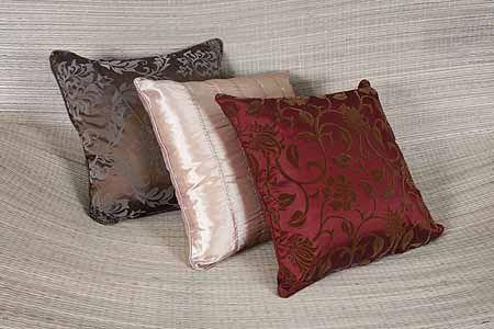 Almofadas - http://maismoda.com.br/portal/wp-content/uploads/2007/10/almofadas-tecelagem-lorena-de-r-2990-por-r-1490-6-baixa.jpg