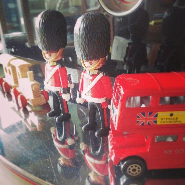 #REDHOLIC #Playmobil #London #플레이모빌 #로얄가드 #영국 #런던 에서 사온 기념품 #2층버스 와 함께 :)