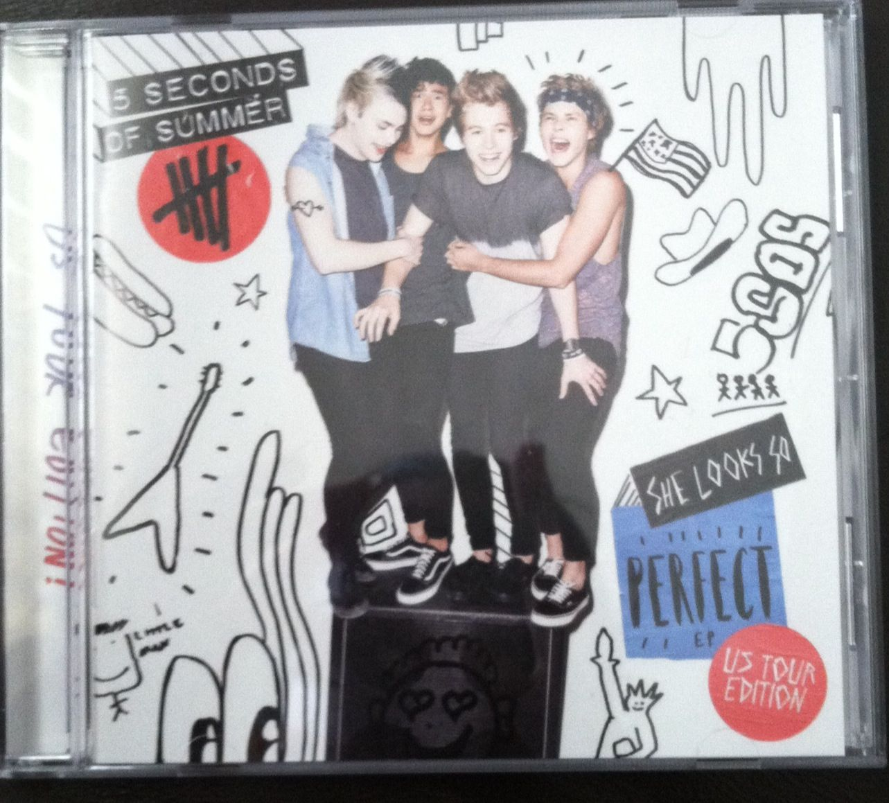 5 Seconds Of Summer She Looks So Perfect Ep Us Tour Edition Amazing She Looks So Perfect Book Cover 5 Seconds Of Summer