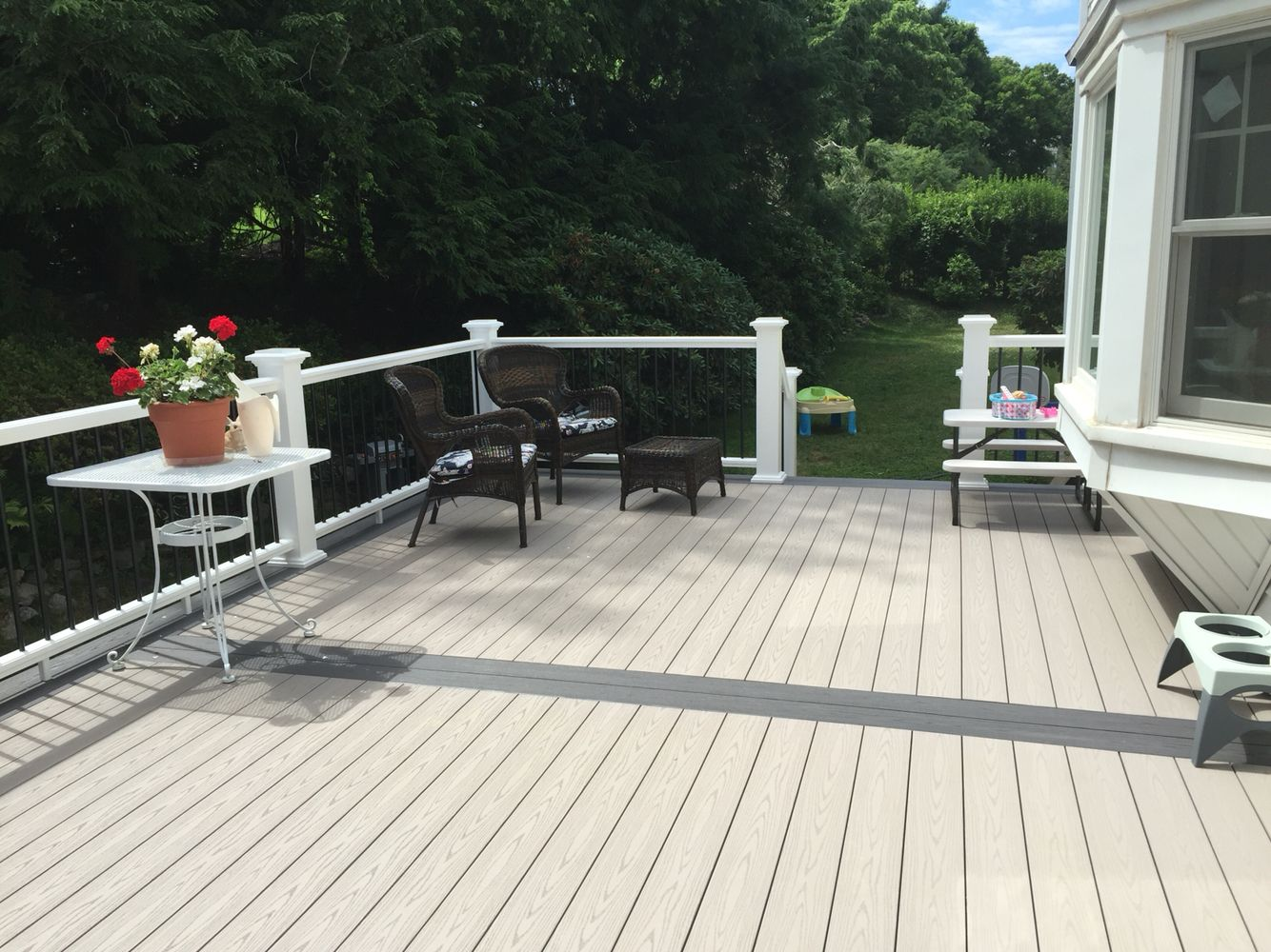 Azek Slate Gray Decking With Island Oak Picture Frame Rail Round Black Baers