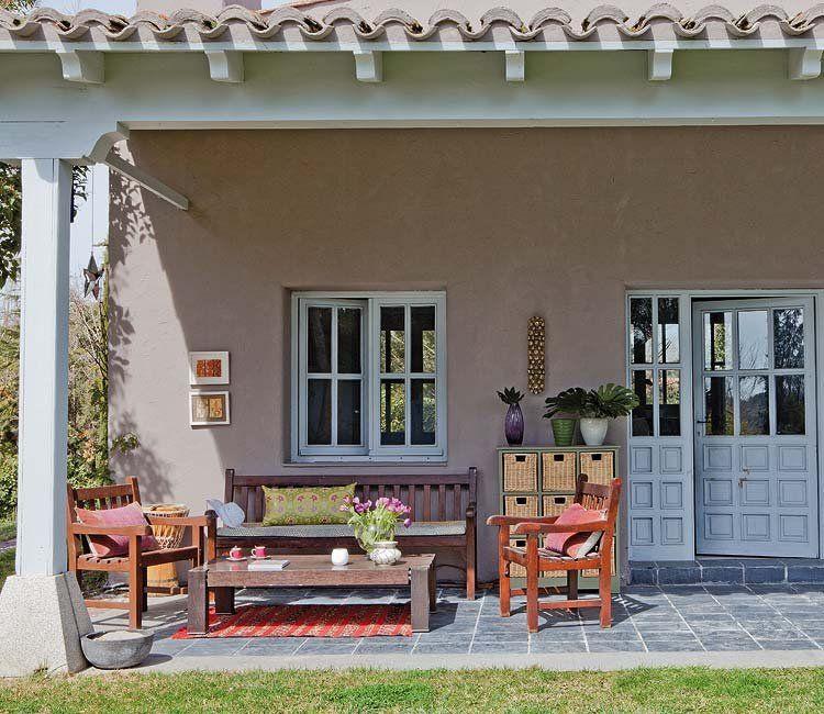 Un chalet con grandes espacios abiertos Outdoor spaces and Spaces