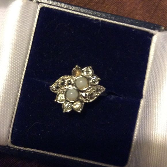 Vintage 925 Silver ring In excellent condition other than missing a stone. Sterling silver with marcasite stones. I'm unsure of what the two in the middle are? Make me an offer unsure what to ask ..size 8. Vintage Jewelry Rings