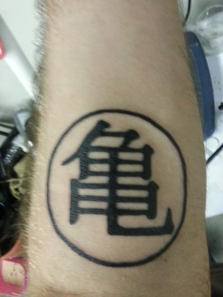 Master Roshi S Symbol Given To The Zfighters After Training Under Him Kanji For Kame Meaning Turtle Tatuagens Ideias De Tatuagens Simbolo