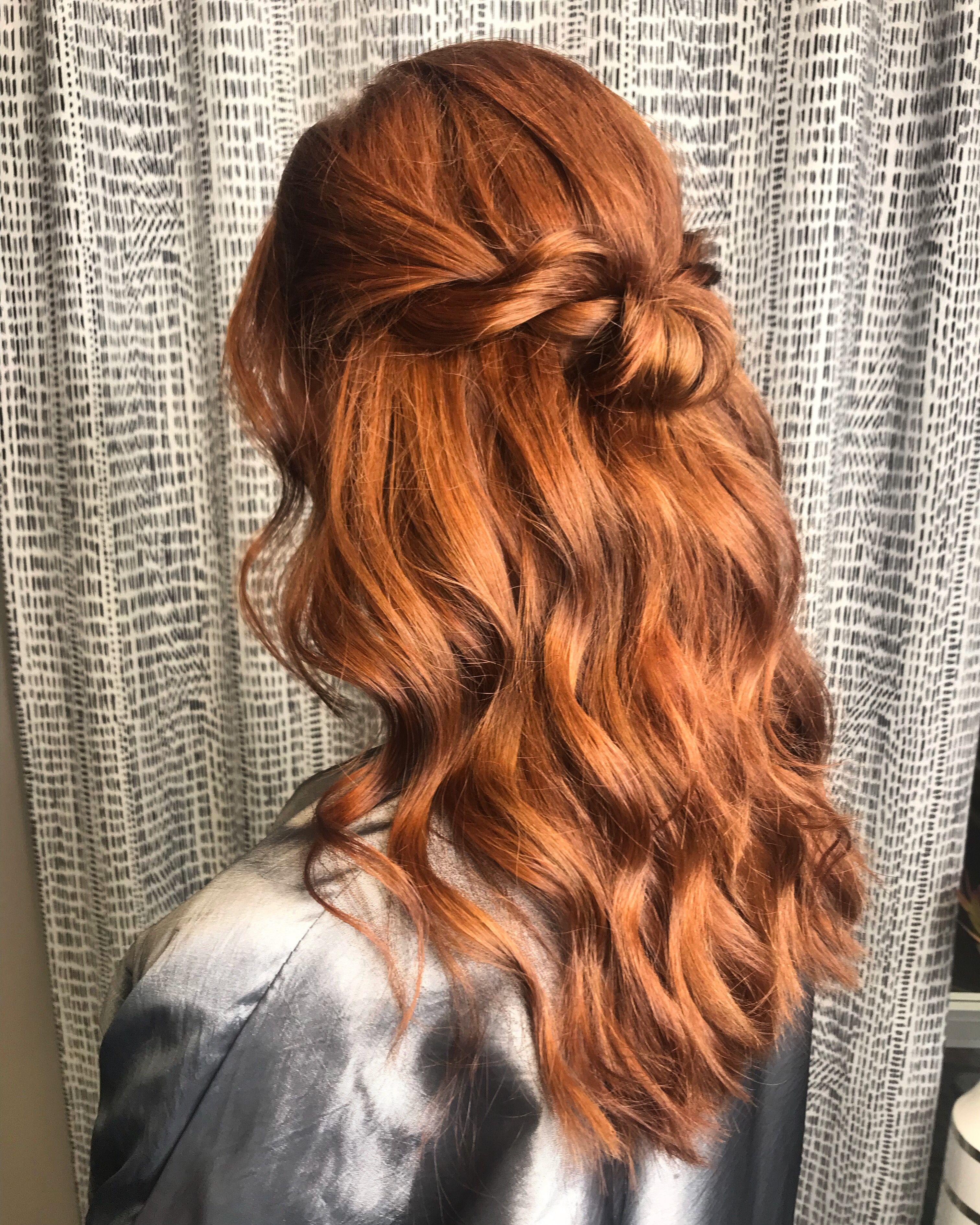 Half Up Half Down Hairstyle In 2020 Half Up Half Down Hair Wedding Hairstyles Half Up Half Down Half Up Hair