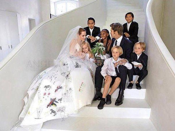 boda de brad pitt y angelina jolie con sus hijos. el vestido de