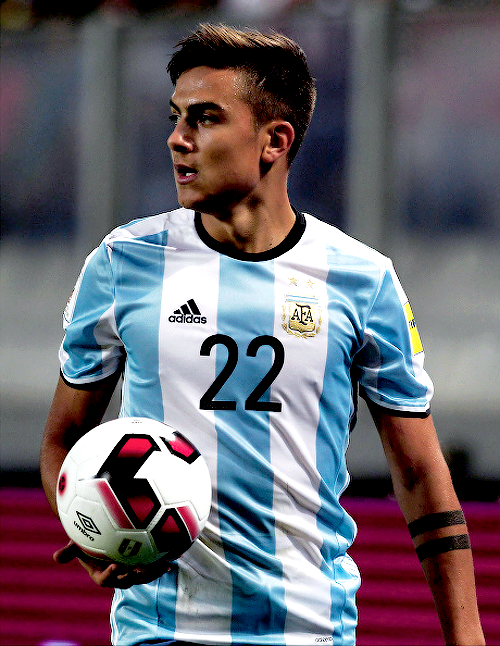 the latest 7b2e2 7ca5d Paulo Dybala in a Russia 2018 World Cup qualifying match ...