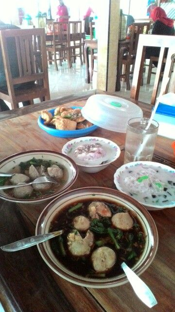 """meat ball """"bakso"""" and """"es campur"""""""