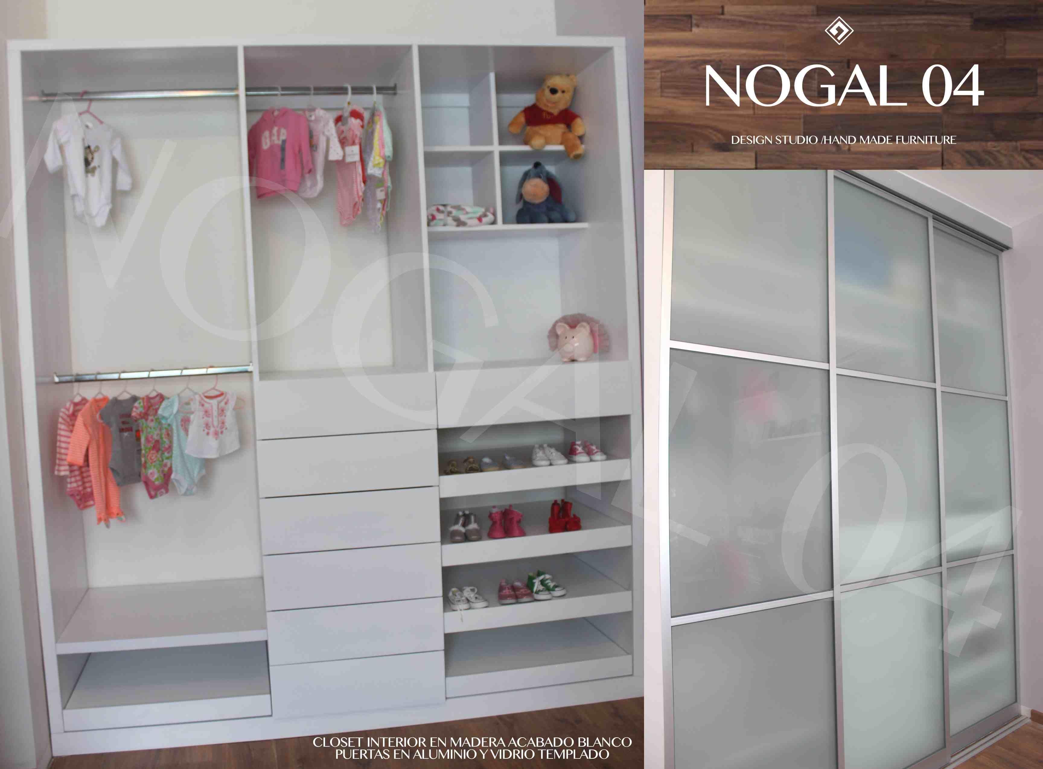 Closet con interior en madera acabado blanco y puertas for Puertas en madera y vidrio