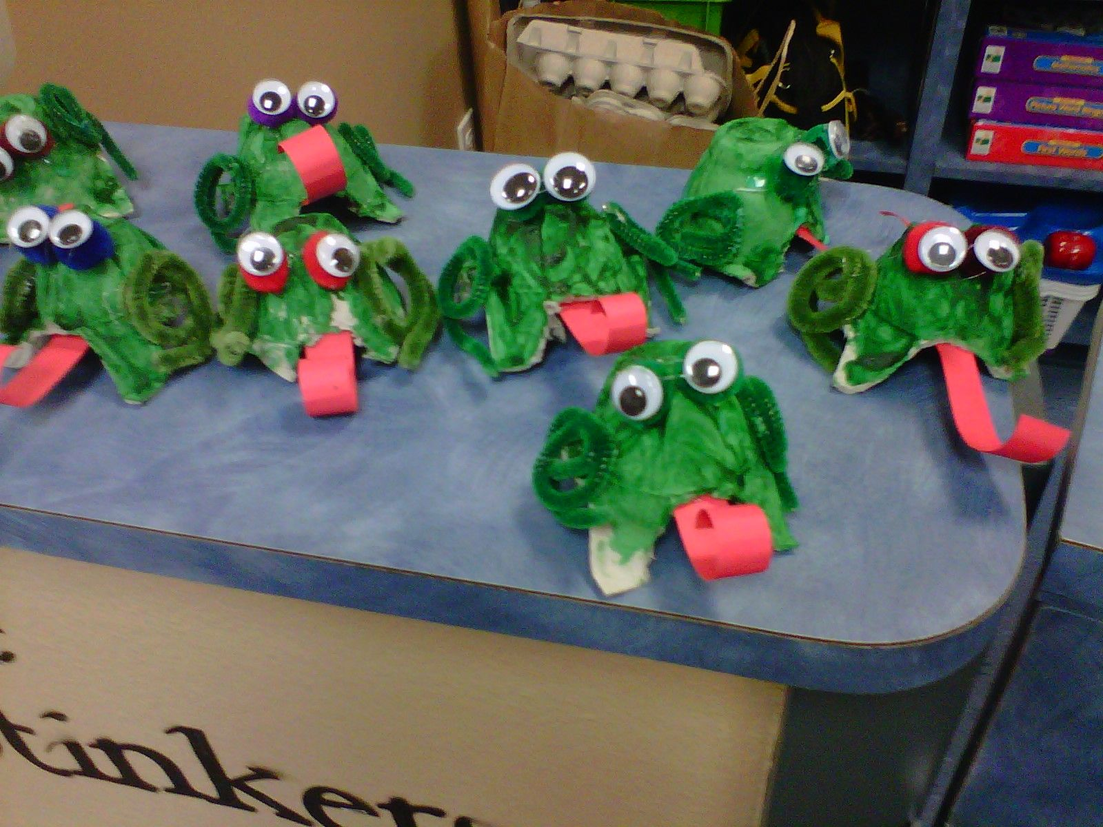 F is for Frog, egg carton craft. Egg carton crafts