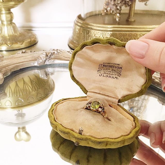 schemes are often inspired by them!✨ I just got this adorable, velvet, shell-shaped ring box on Etsy & wanted to share. Inspiration can be found anywhere. :) #ShowMeYourRings #YourJewelryStorage #AntiqueRingBox