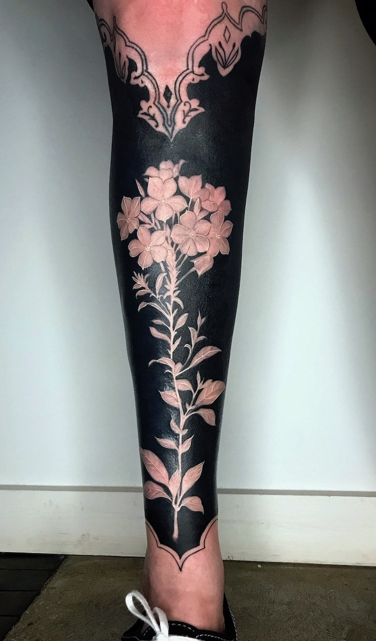 These Flower Tattoos With Deep Black Backgrounds Turn Arms And Legs Into Elegant Works Of Art Solid Black Tattoo Full Sleeve Tattoos Sleeve Tattoos