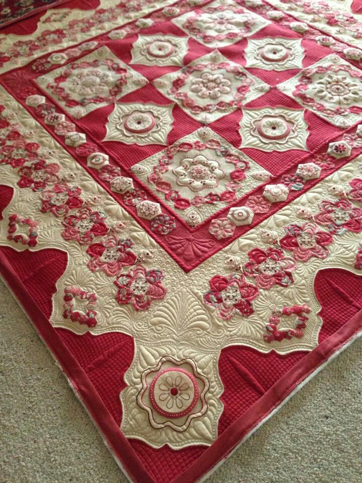 Cornelian by Helen Stubbings & the lovely quilting was done by her sister Tracey Browning.