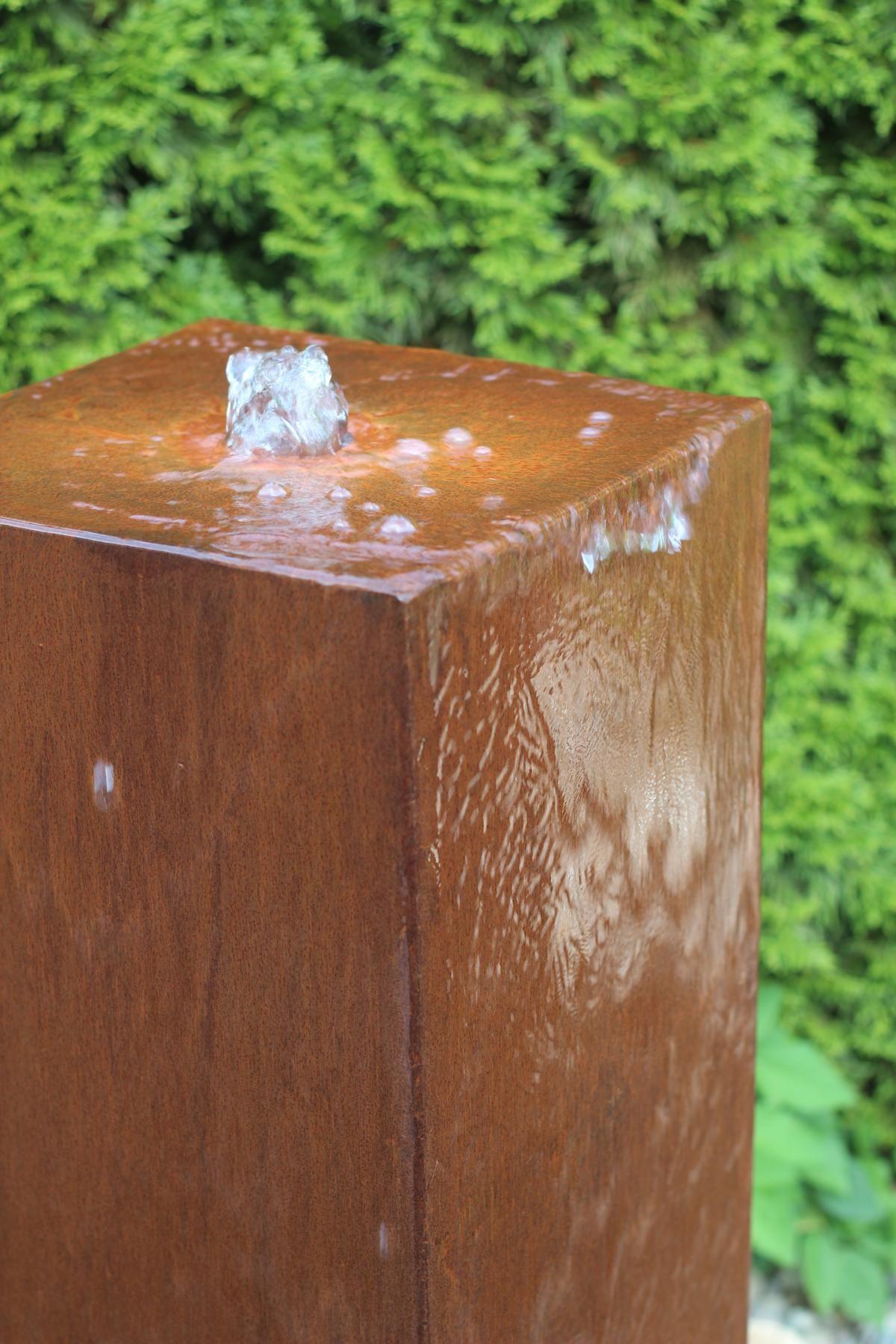 wasserspiel brunnen cortenstahl säule wasser im garten