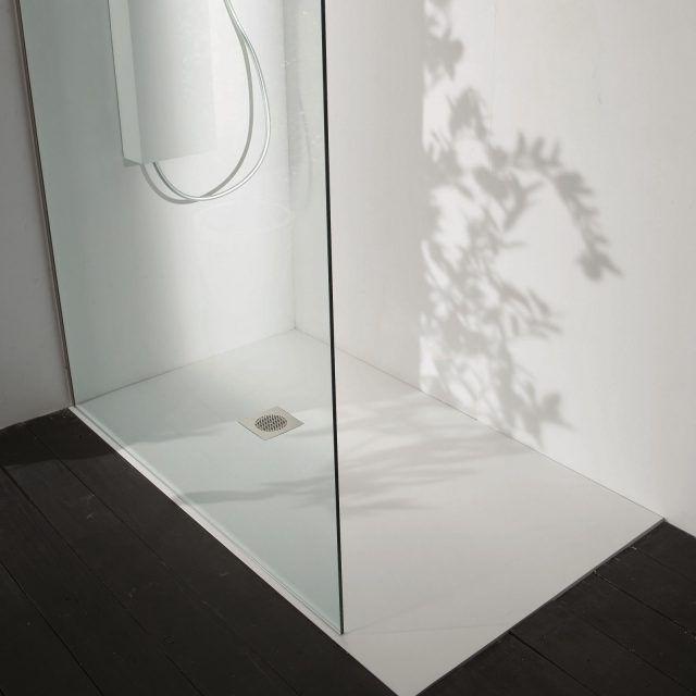 a filo pavimento o d'appoggio, i piatti doccia si presentano con un