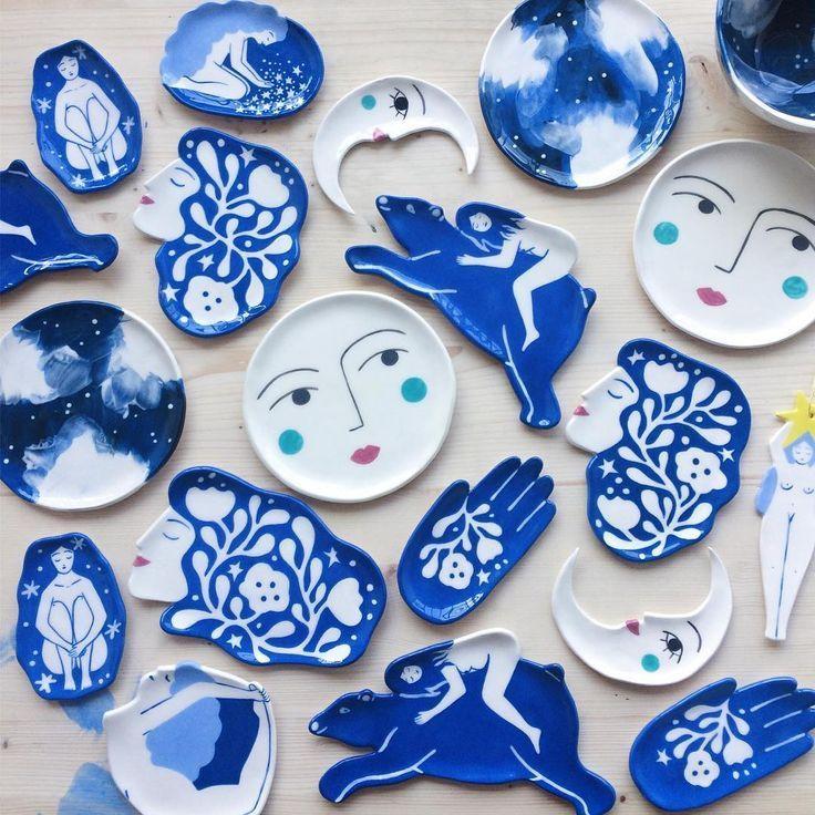 Lisa Junius: A artista que abraça figuras femininas, elementos cósmicos e paisagens naturais em tons de azul - Follow the Colours