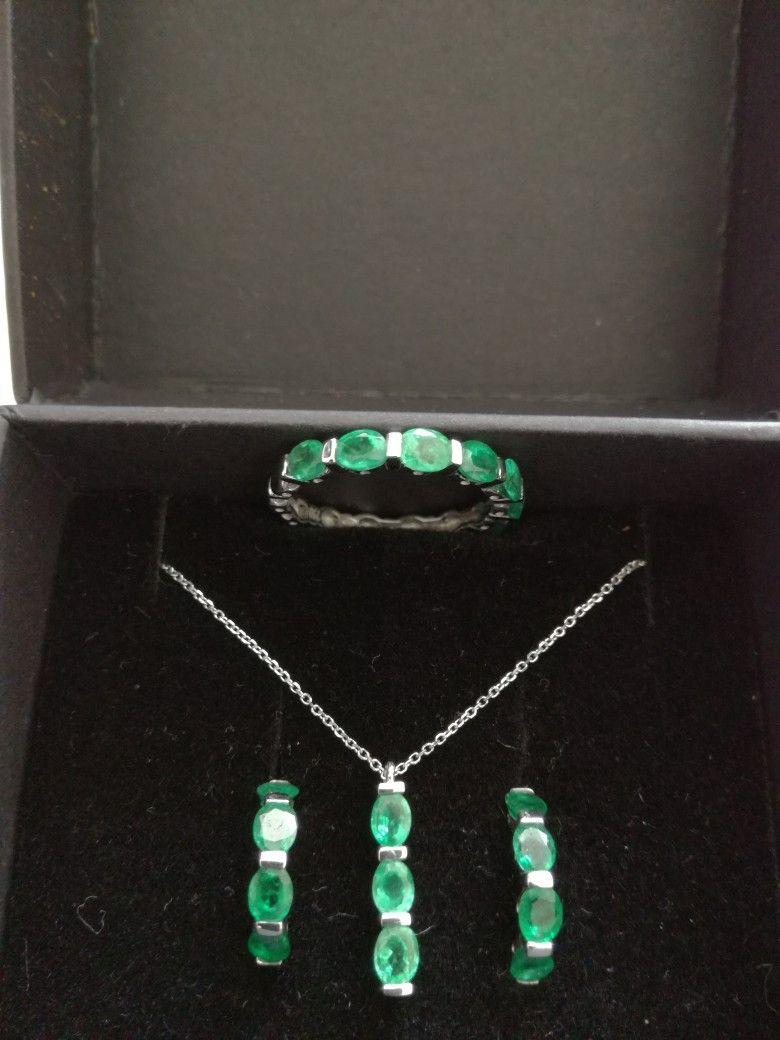 Emerald -18 k white gold
