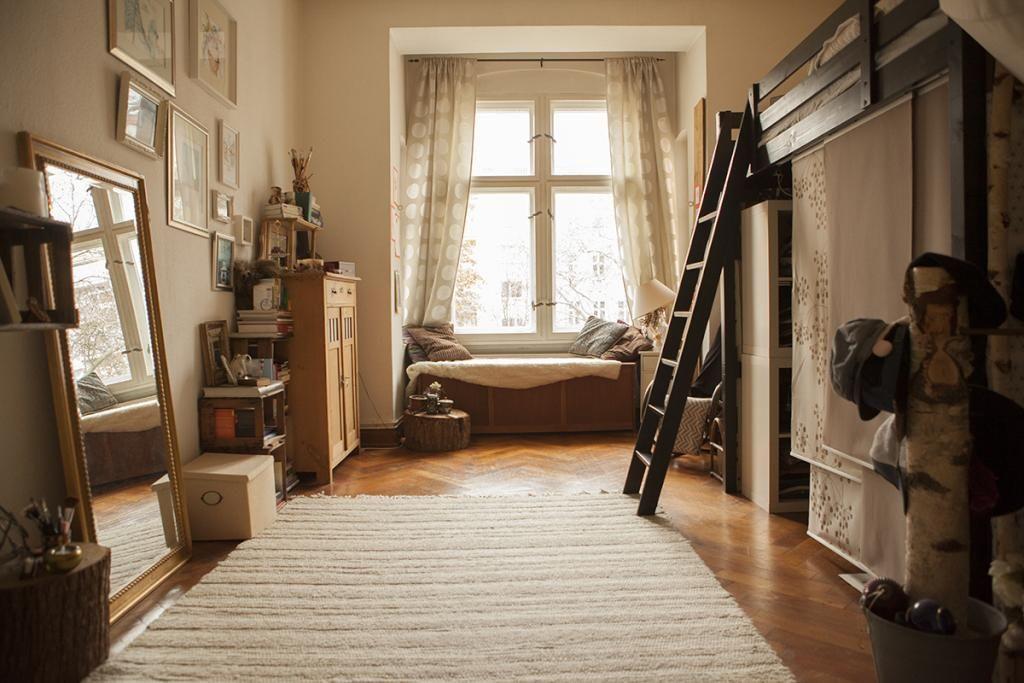 m rchenhaftes zimmer mit hochbett und gro em teppich wg zimmer einrichtung hochbett. Black Bedroom Furniture Sets. Home Design Ideas