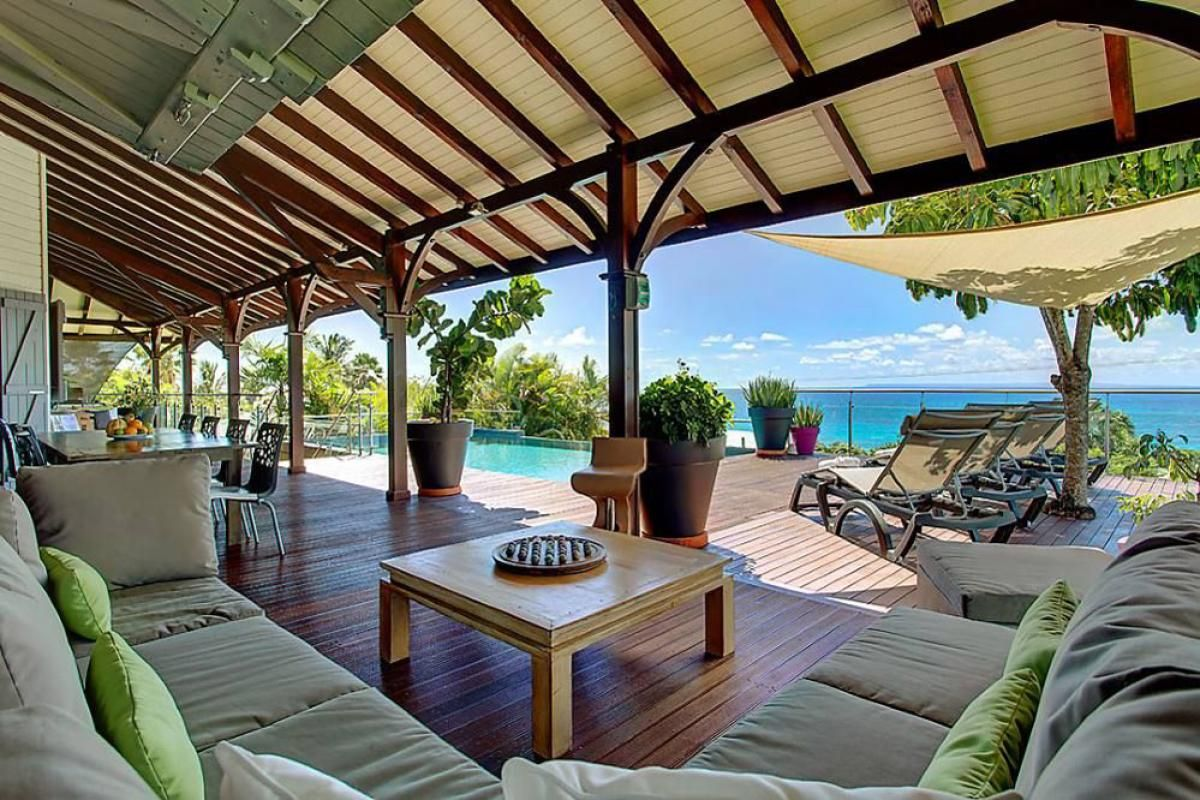 Villa de prestige vue mer avec piscine en guadeloupe la terrasse maison plage maison for Location villa prestige