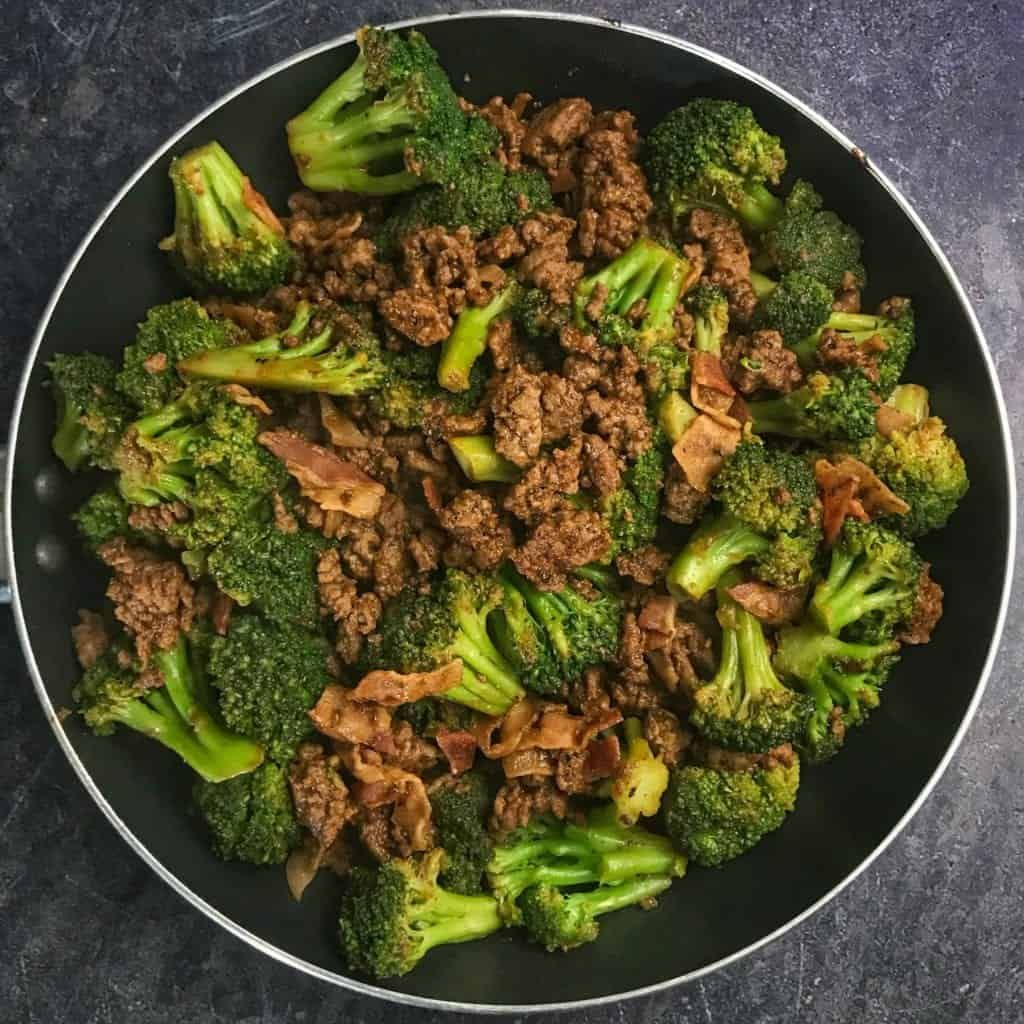 A Simple One Pan Ground Beef And Broccoli Recipe That You Can Have On The Table In 10 15 Minutes Ground Beef And Broccoli Beef Recipes Macro Friendly Recipes