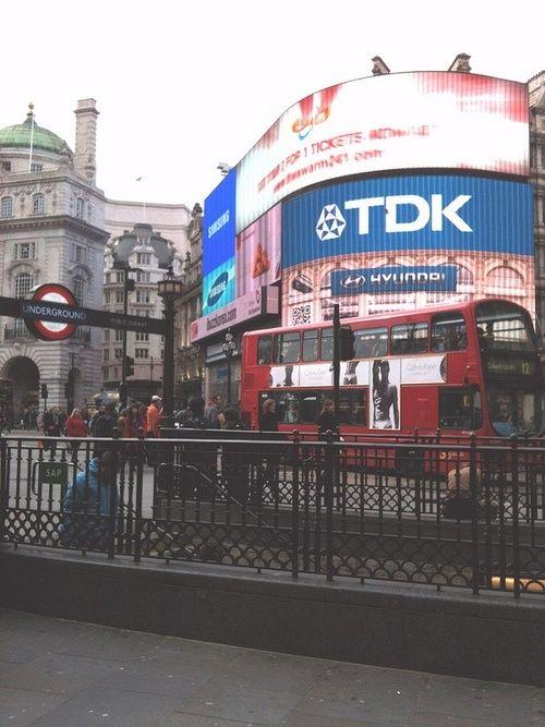Piccadilly London Streets Hotelrez London Piccadilly Travel London Piccadilly Circus London Life