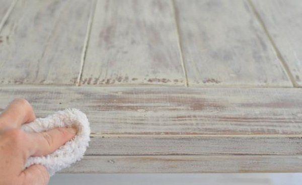 Meubles vintage DIY - 3 techniques faciles pour patiner le bois - comment ceruser un meuble