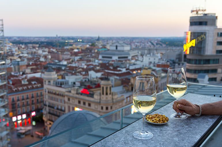Ella Sky Bar Una Terraza A La Altura De La Gran Via Terrazas En Madrid En 2020 Terraza Terrazas Madrid Bar