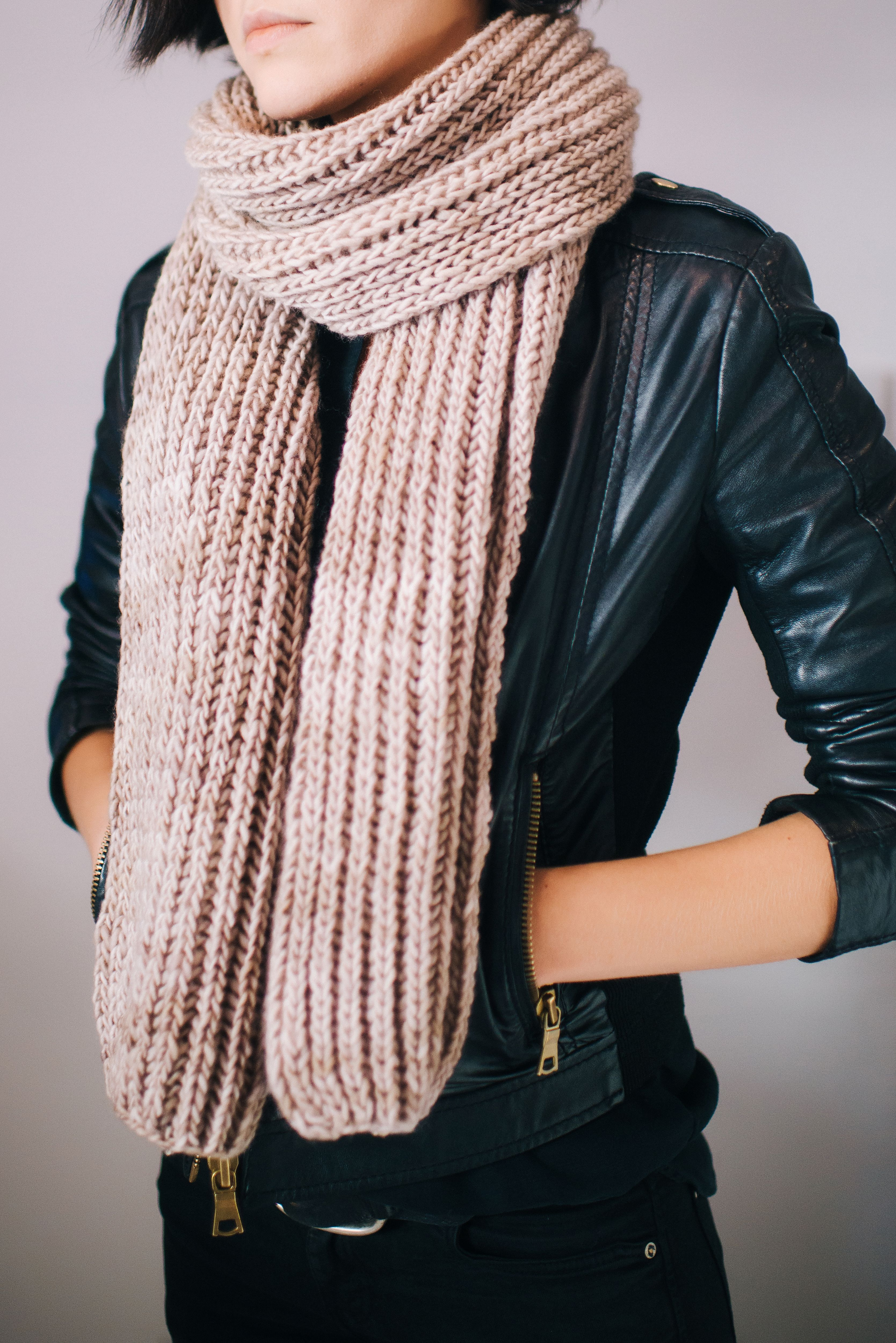 Chunky Knit Scarf - perfect for fall. FREE KNITTING PATTERN. Check ...
