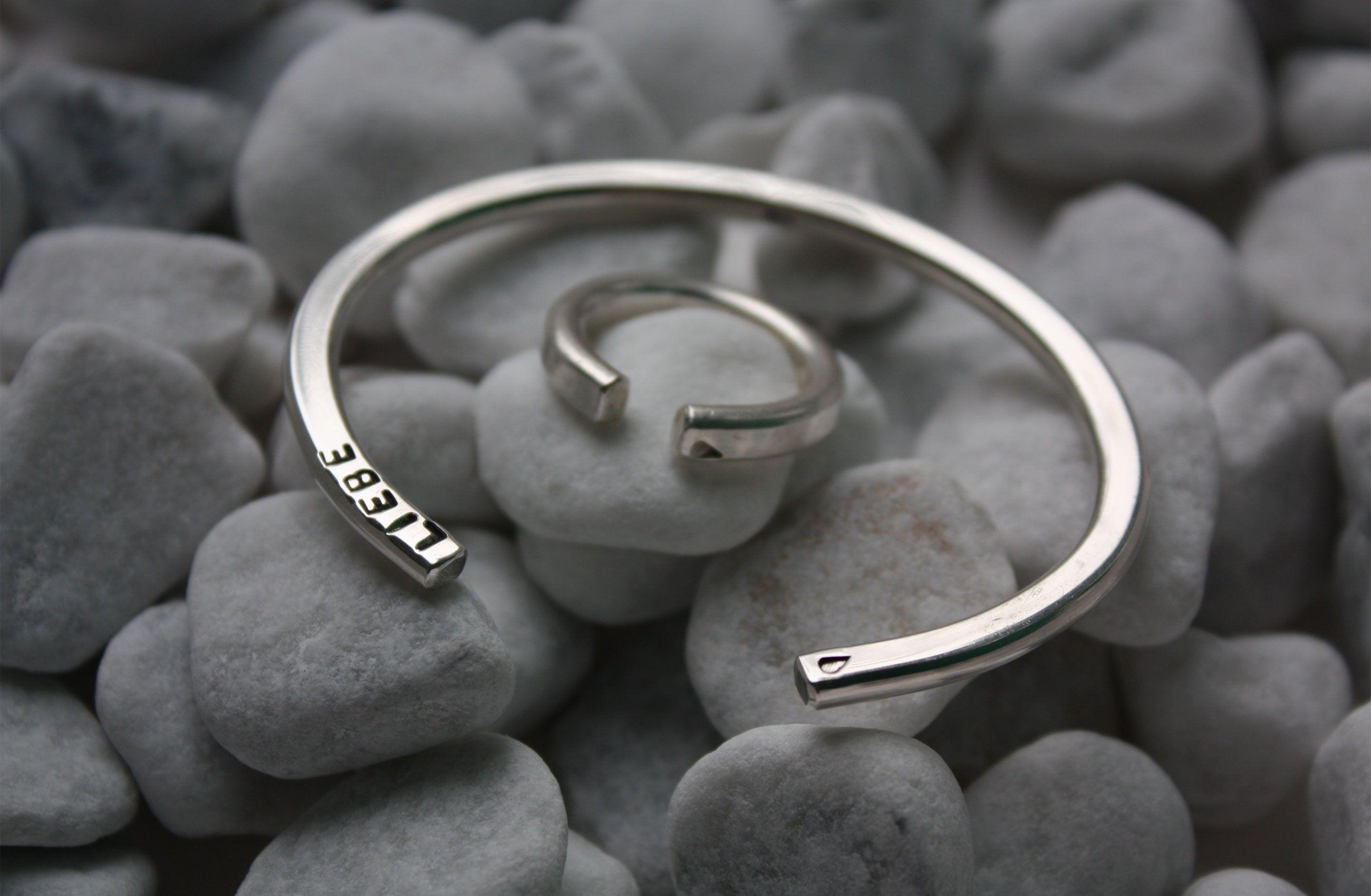 "Damenarmreif mit Ring ""Standard Kollektion"" aus Silber 925, individuell geprägt mit LIEBE"
