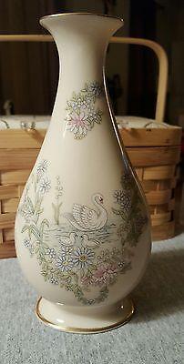 LENOX-PORCELAIN-VASE-7inch-Mother-039-s-Day-1983-Swan-Bud-Vase-MADE-IN-USA