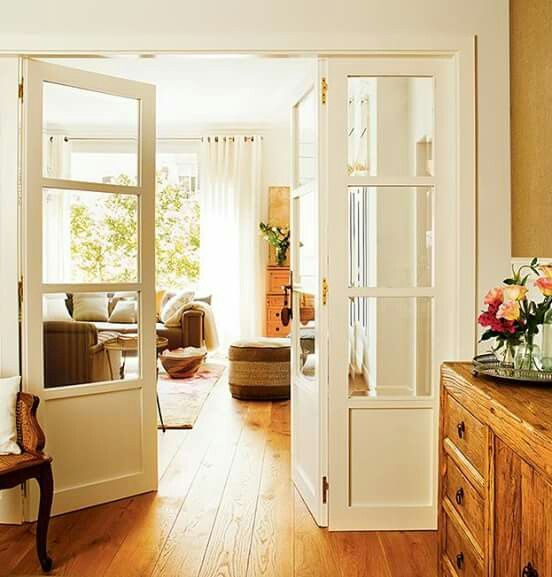 Corredor hogar puertas interiores blancas puertas for Puertas interiores blancas