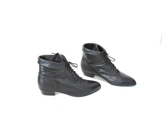 f75e967031af5 size 8 fold down PIXIE boots vintage 80s pointy CUFFED ankle booties ...
