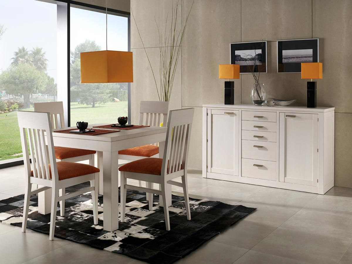 comedor pequeo con cuatro sillascolor blanco y acojindas claro mesa cudrada blanca con trinche blanco