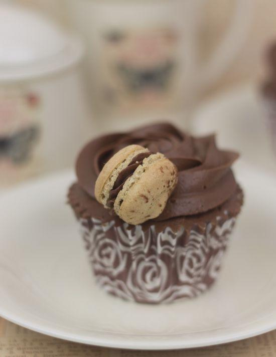 Objetivo: Cupcake Perfecto.: Macarons de café y chocolate... y de regalo: ¡cupcakes de chocolate y café! #preguntassevilla