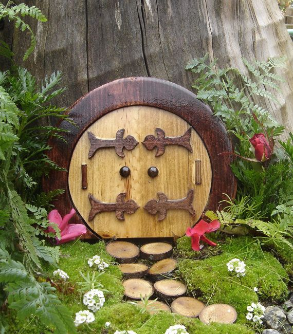 Fairy Door, Gnome Door, Hobbit Door, Elf Door, Troll Door. Round ... Gartendeko Selber Machen Gnom Fee Tuer Baum Gestaltung