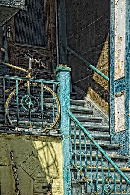 Prendre sa bicyclette, prendre l'escalier! by monilague, via Flickr