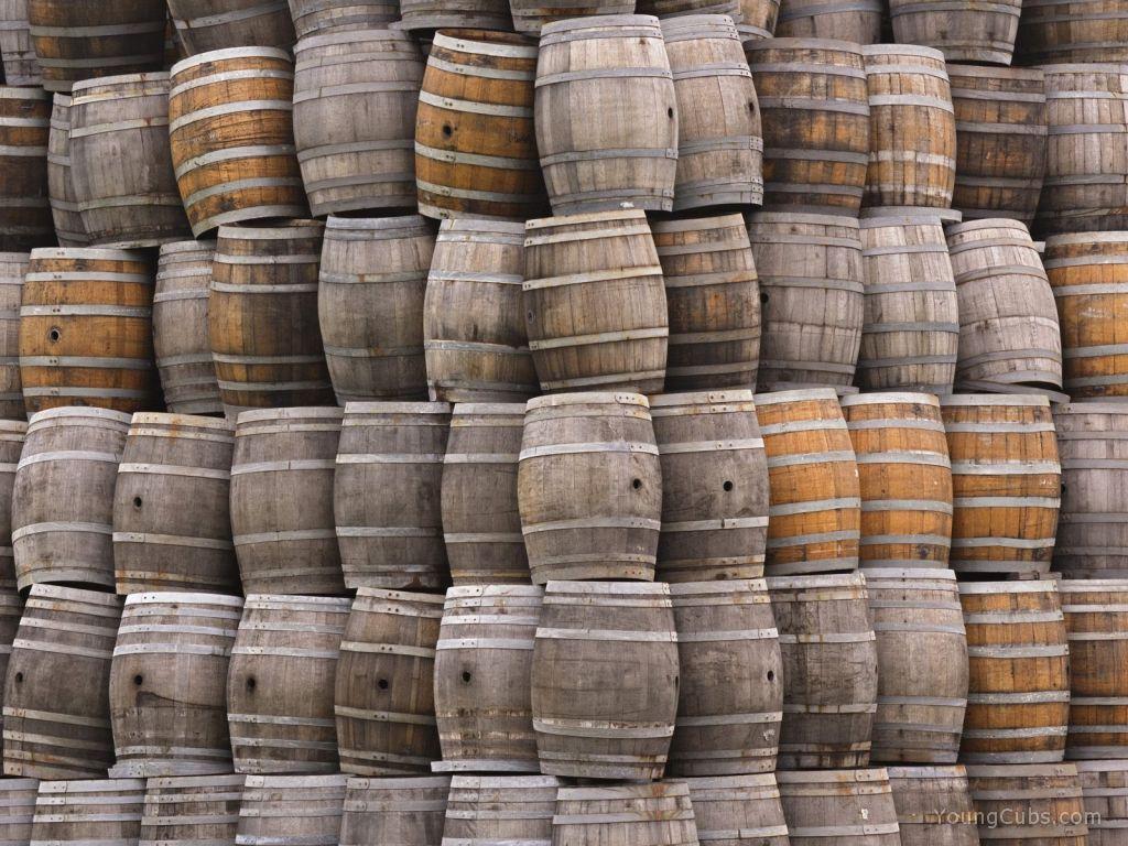 Viejas barricas de roble #WineUp   Muebles con barricas de roble ...