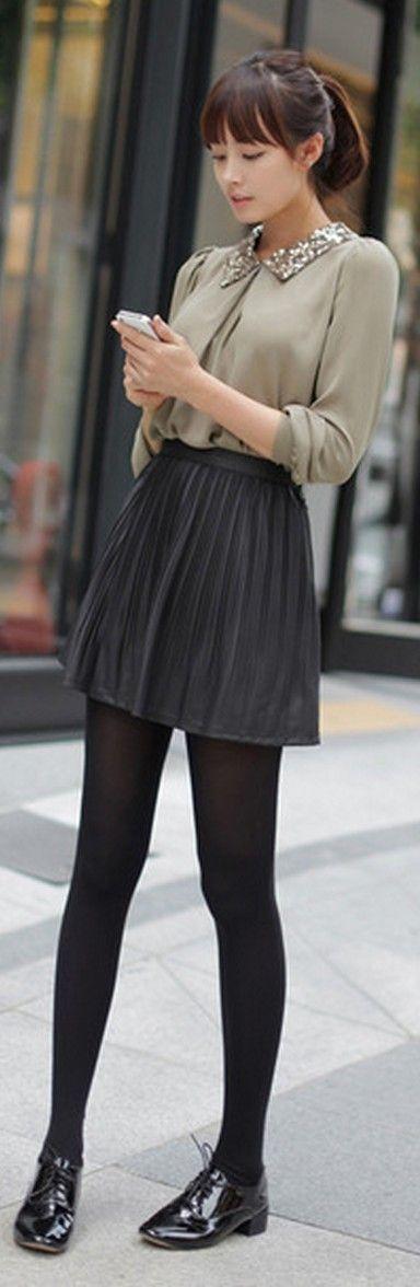 fe0b6ffc4 Blusa gris con falda tableada y mallas negras, lindo para la ...