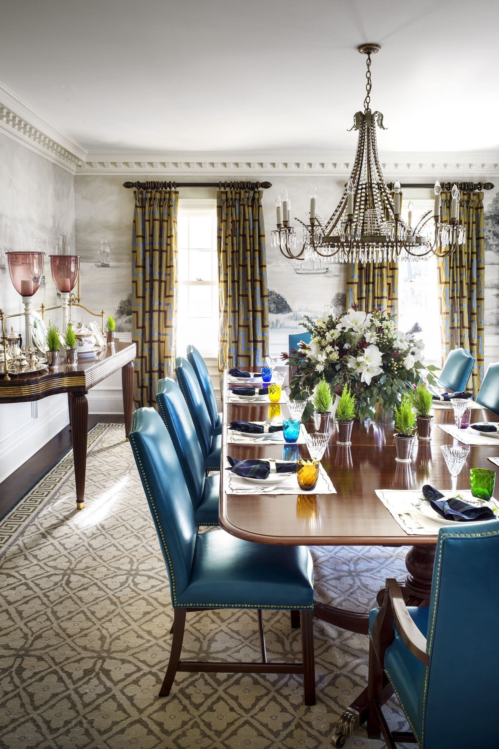 These 44 Table Decorations Make Your Christmas Feast Even Merrier Interior Design Dining Room Round Decor Decor