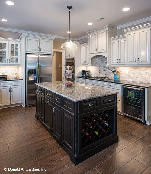 Center Island Kitchen Designs: This Spacious Kitchen Offers Abundant Work Space With A