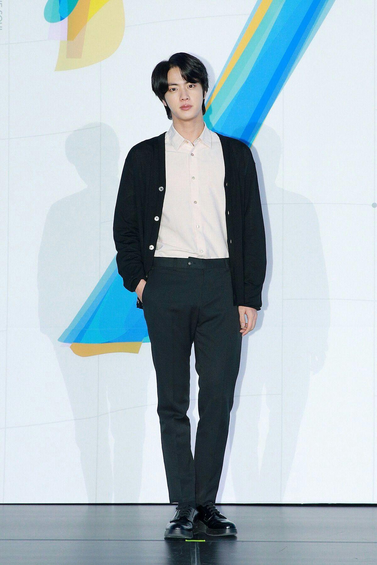 Pin oleh Jugu di Jin 진 di 2020 Lirik lagu, Fotografi